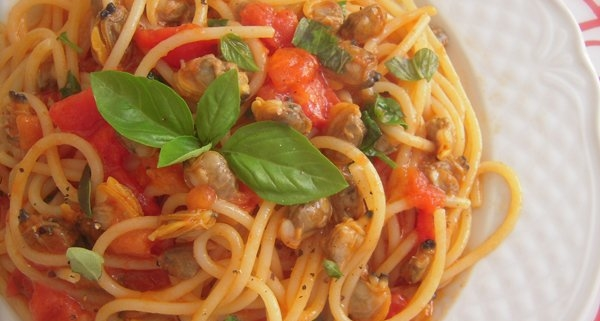spaghetti con le vongole e pomodorini